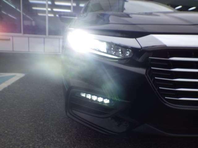 ★LEDヘッドライト搭載★ 白っぽく光る明るく省電力なLEDライト!先進的な白い輝きでフロントフェースを引き締めます☆