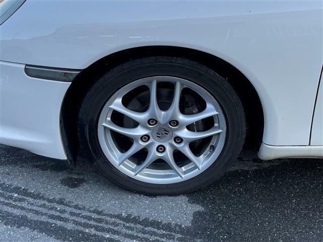 ・5速マニュアルシフト・アイボリー内装・ガラススクリーン・純正17AW・社外ナビ・TV・スペアタイヤ