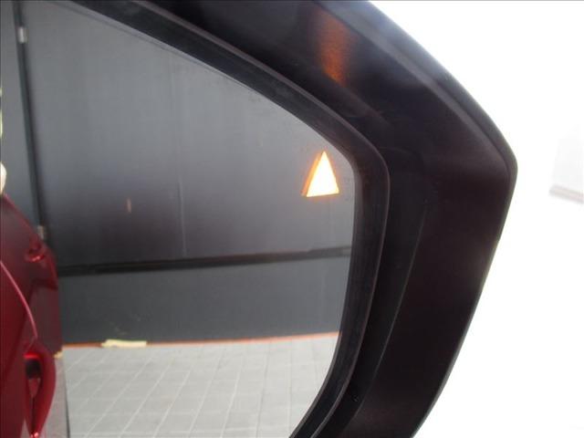 BSM(ブラインドスポットモニタリング)で右後方より接近する車両がある場合は画像のように右のドアミラーにオレンジ色で表示が出ますので、簡単に判別可能です★☆★☆★