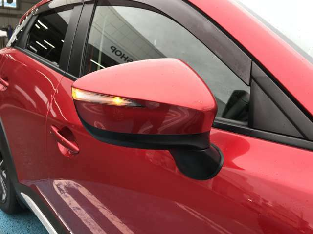ウィンカーがドアミラーに内蔵されています。ドレスUP効果が主ですが、周りの車からも気づいてもらい易いので、安全性もにも繋がっています。