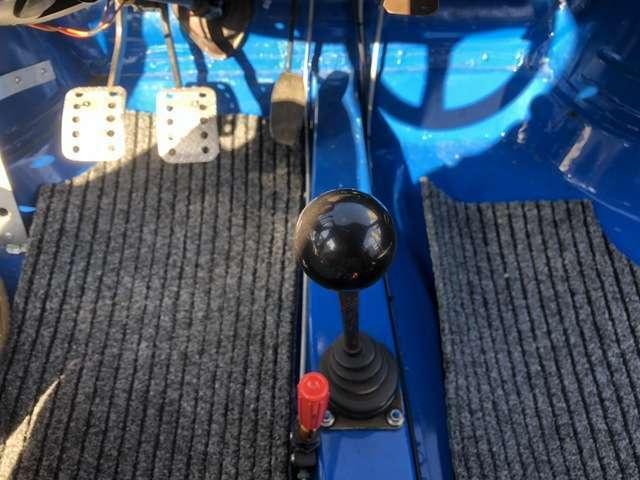 改造範囲が狭いクラスを走っていたためノーマルの4速ミッションをそのまま使用しています。