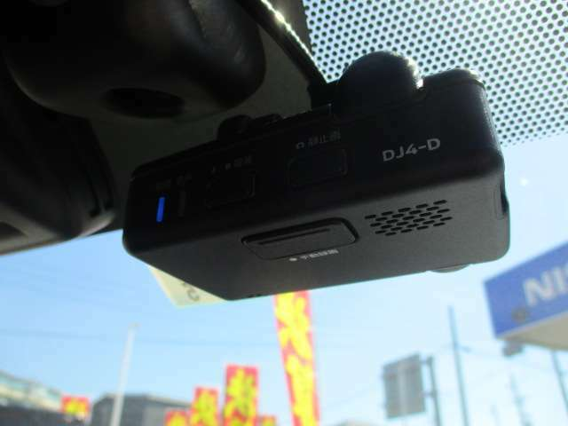 ドライブレコーダーもついてます♪今や当たり前の装備!!万一の事故の時に重宝しますよ  ☆