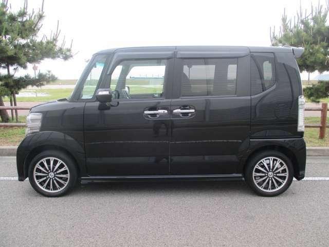 「日本にベストな新しいのりものを創造したい」という思いを込めた軽乗用車「N」シリーズの第一弾モデル「N BOX(エヌ ボックス)」。