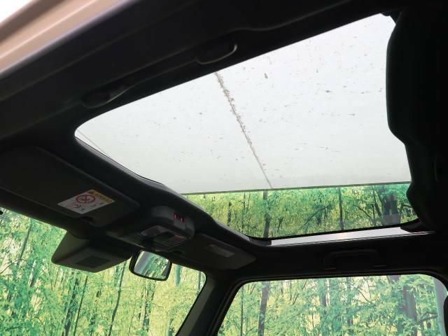 人気装備!!【スカイフィールトップ】開放的なムーンルーフからは、温かい陽の光が車内に差し込みます。