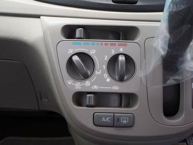 マニュアルエアコンで車内の空調も快適です