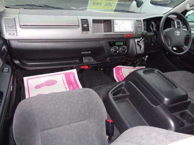ワイドボディーならではのゆとりの空間!嫌な臭いもございません!GLはシートも基本装備も良く長距離の運転でも疲れませんよ!黒革調シートカバー・ウッドパネル他各種インテリアカスタムも承ります!