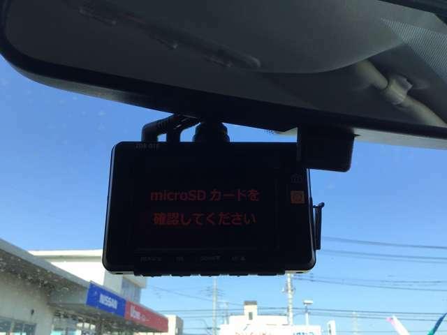 ドライブレコーダーでもしもの瞬間をしっかり記憶します。何が起こるかわからない現代社会ぜひつけておきたい装備です。