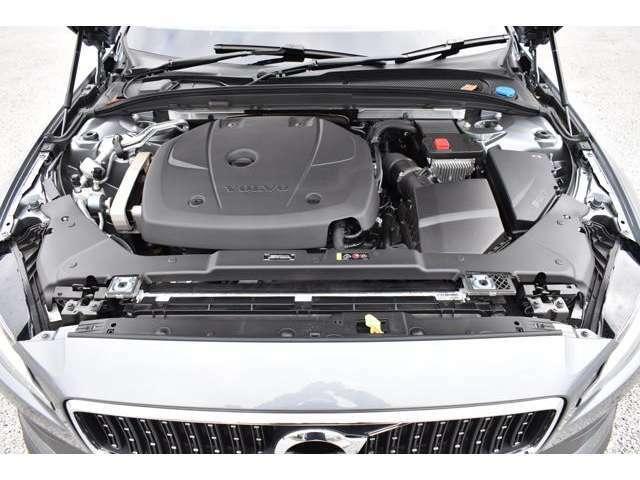 多段ギアのトルコンATに併せて、アルミ素材を駆使しコンパクトに設計されたエンジンは、スムーズで力強い加速フィールを体感できます。ターボラグも感じさせない滑らかな加速です。