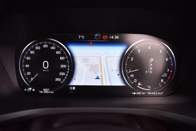 交通の流れにあわせて加速、走行、減速、停止を自動でコントロールする「全車速追従機能付クルーズコントロール」搭載!高速道路での走行ストレスを軽減するうれしい機能です。