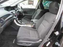使用感の少ない内装は、シートの傷みや、内張りのキズなどもありません。フロントシートはパワーシートになってます。