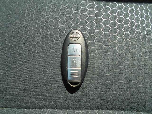 インテリジェントキーです!ポケットやかばんの中に入れたままでもドアロックの開閉からエンジンの始動・停止ができます。