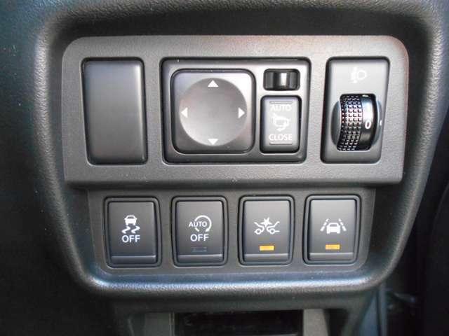 衝突軽減ブレーキは前方の車両や歩行者との衝突回避をサポートします。車両や歩行者と衝突の恐れがある時に警報とブレーキにより、運転者の衝突回避操作を支援します。