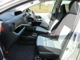 シートの色はディープブルーです☆シートバックを高くしたゆったりサイズのシートです♪