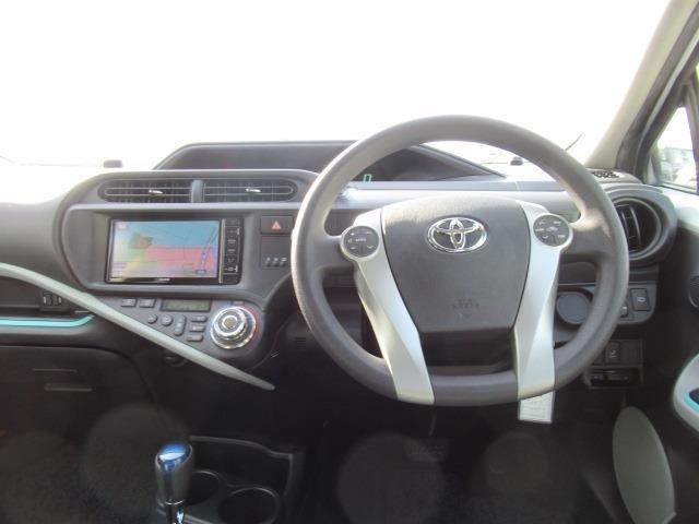 エコドライブモード、EVドライブモードの2つのモードスイッチで走りを選べます♪
