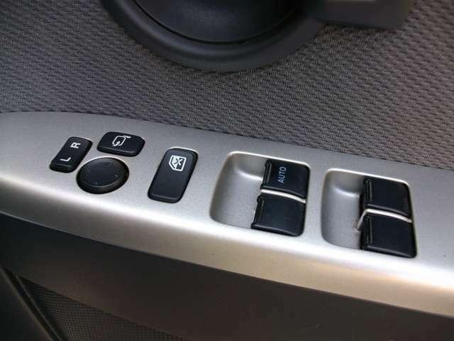 便利な電動格納式ドアミラー車で全席パワーウインドー車!