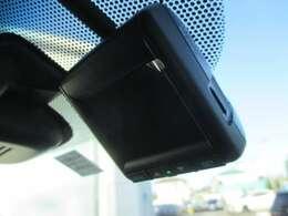 フロントにはドライブレコーダーを装備!