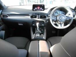 人間工学を基に設計された運転席周りは、使いやすさだけでなく、質感の高さも追求して作られています。
