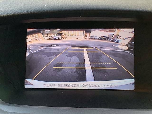 バックモニターを装備しておりますので車庫入れが不安な方でも後方確認が容易に行えます。