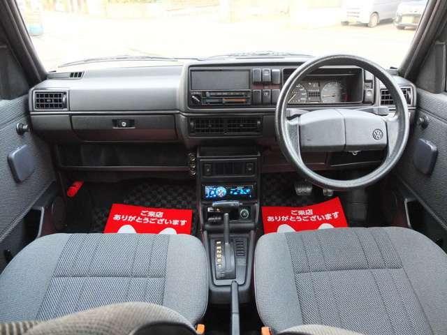 内装も禁煙車で大変綺麗な状態です。ハンドルやシートも距離のとおり使用感少なく大変良好な状態です!!是非1度ご覧下さい。