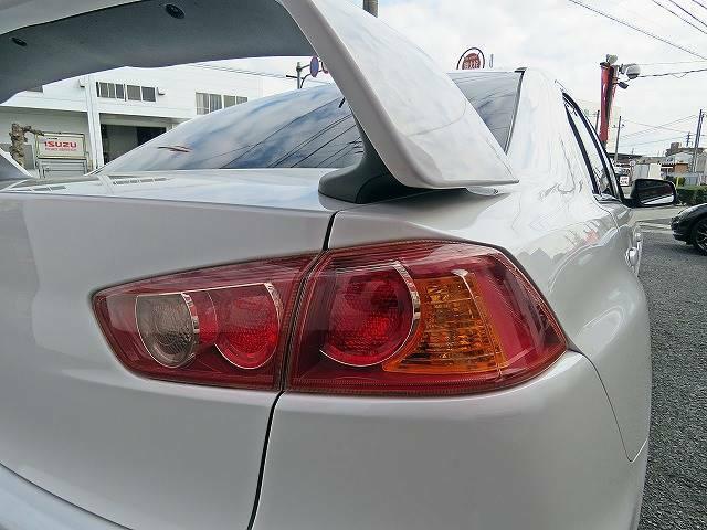 オイル交換等の日常点検や、定期的に各部の調整等を行って頂くとより長く、安全に付き合う事が可能です。スポーツカー専門のスタッフが、整備に関しても責任を持ってご案内します。