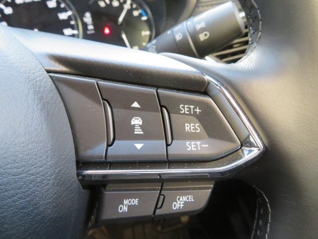 ミリ波レーダーで先行車との速度差や車間距離を認識。0~KMの範囲で、先行車との車間を維持しながら追従走行を可能にするMRCCが、長距離走行などでのドライバーの負担を軽減します。