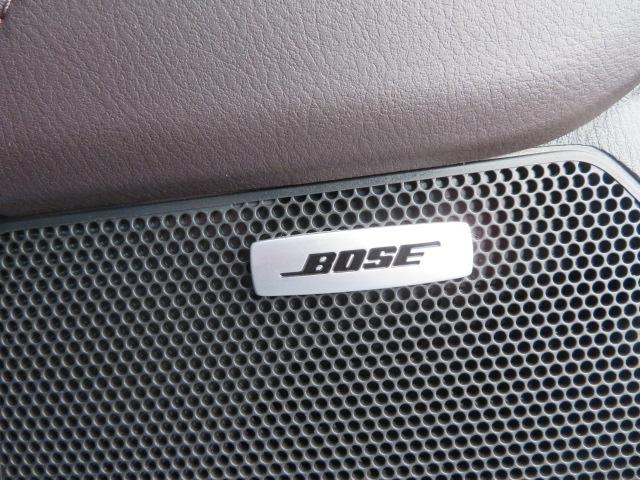 開発初期からBoseと協業し、フロントシートとサードシートに同じ音を届ける事を徹底追及。AUDIOPILOT2+センターポイント2+10スピーカーがバランスよくクリアで臨場感に満ちたサウンドを実現!!