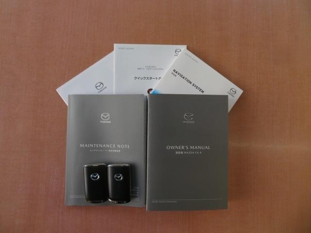スマートキーは2本装備されております!!ドアの開閉からエンジンの始動まで持っているだけで出来てしまう快適装備です!!取り扱い説明書・記録簿も装備されております!!