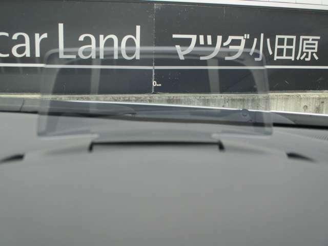 ◆アクティブドライビングディスプレイ◆エンジンONでメーターフードの前方に立ち上がり、車速やナビゲーションのルート誘導など走行時に必要な情報を表示します◆