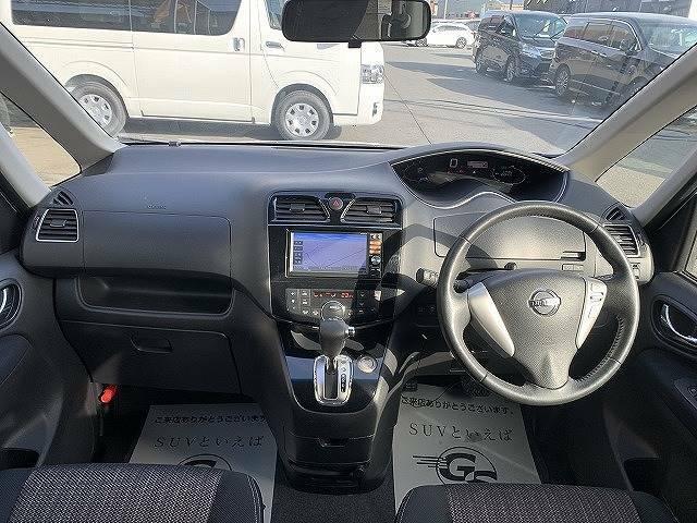 セレナの運転席は視界がよく運転がとてもしやすいです。