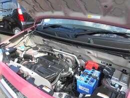 日頃忘れがちなエンジンルームも綺麗にしてます。エンジンルームが綺麗だと不具合が起きた時に発見しやすいのです。