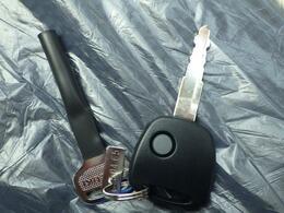キーレスボタン付きの鍵です。開錠・施錠でいちいち鍵をささなくて済みます。