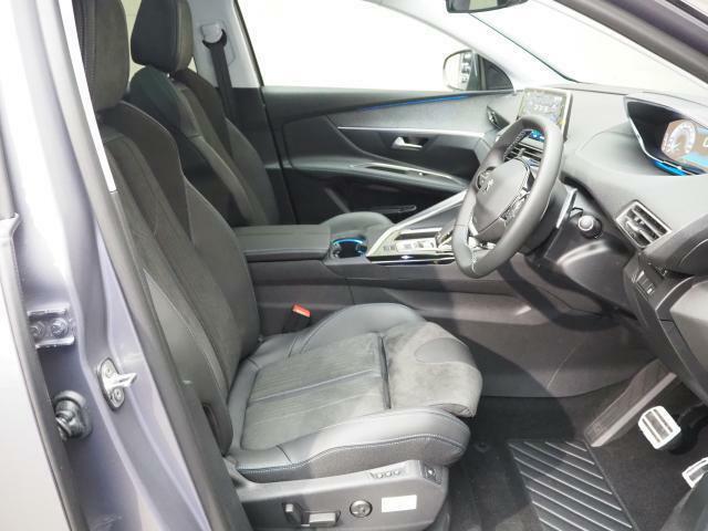ドライバーをしっかりサポートしてくれるフロントシート