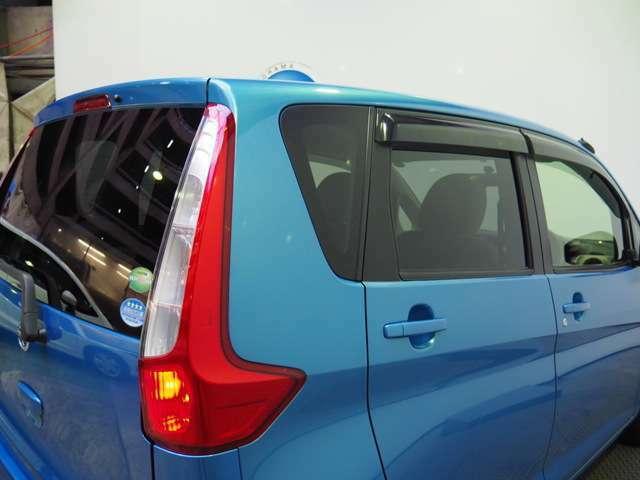 車外からの視線に配慮したプライバシーガラス(リアガラス テールゲート)装着です