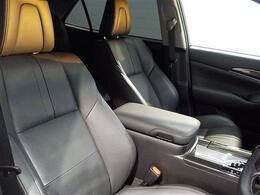運転席シートは黒本革シートでとても高級感があります!