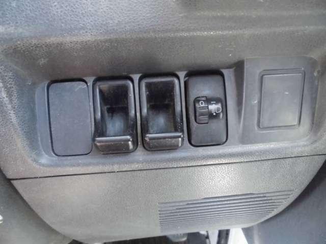 西日本自動車のココが安心!!その4車を所有していて意外とお金がかかるのが消耗品です。困ったときは西日本自動車グループのビッグチェーンへ!!格安タイヤなどお車に必要な物がなんでもそろいます!