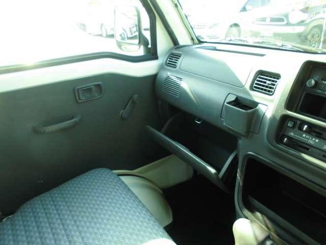 西日本自動車のココが安心!!その6当社松原店でご購入頂いた車両には全車3カ月か6ヶ月または3000Kmか6000Km(輸入車に除く)整備保証を付けさせていただいております。