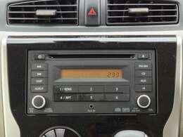 純正CDチューナー搭載♪AUX端子もありますので、トランスミッターなどを使用して携帯電話の音楽を再生することも可能◎ご希望であればナビを取り付けることも可能ですので、詳しくはスタッフまで!