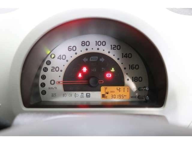 当社の経験豊かなメカニックが、納車前に法定点検整備を行います。安全安心の中古車にお乗りいただけます。ご購入後のアフターメンテナンスもお任せください。