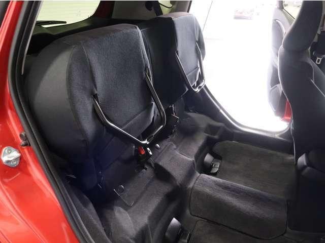 座面を跳ね上げれば、後席が背の高い空間に◎アイデア次第で使い方が広がります♪