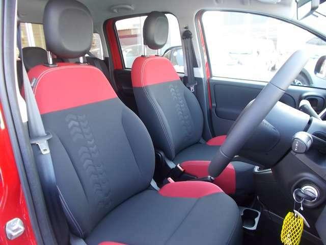 PANDAのテーマになっているスクワークルが随所に散りばめられたフロントシートはクッション性が良く長時間の運転も疲れません。