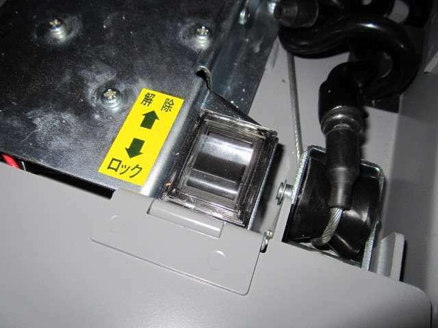 固縛方式も電動でオートテンションです^^