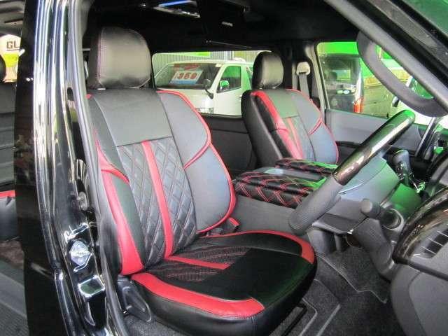 フロントシートカバーはハーツの人気商品「3Dバケットシートカバー」。ボルドー・ホワイト・ブラックよりラインカラーをお選び頂けます。