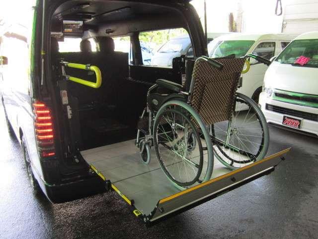 昇降例、車椅子は付属しません。リフト・固縛装置付きで8ナンバー2年車検を取得し消費税非課税でご購入可能です。その他、福祉車両製作致します。