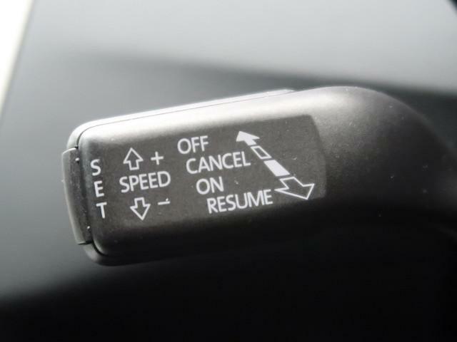 ●クルーズコントロール● 速度設定後にはアクセルを踏まなくとも、設定速度での巡航が可能になります。長距離ドライブなどでもドライバーの疲労を軽減させ、燃費の向上も期待出来ます。