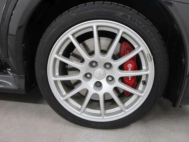 タイヤサイズは、245/40ZR18 ENKEI社アルミ!