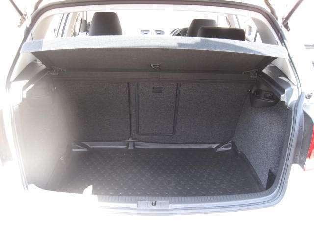 トランクがかなり広く使い勝手も良いです!使用感の出やすい箇所になりますが、ご覧の通り綺麗な状態です!