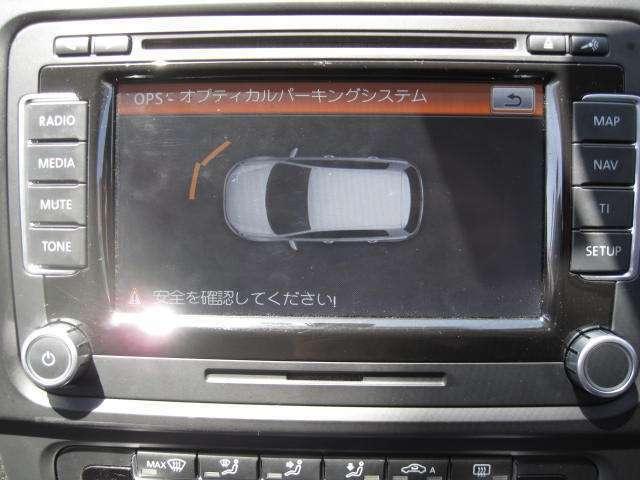バックカメラの他にもコーティングセンサーが付いており、近くに障害物などがあると警告してくれます!