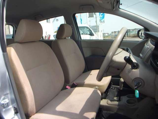 中古車両特有の汚れは取り除いてさっぱりしています。