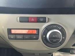 こちらのお車は温度調節がカンタンにできるオートエアコンもついてます!!