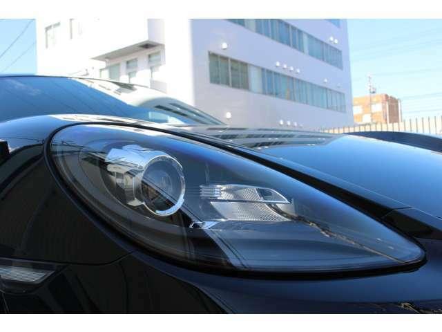 LEDデイタイムランニングライトを統合したバイキセノンヘッドライト